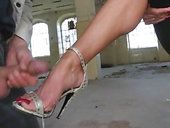 Cum on her Feet with High-Heels