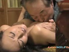 Milf Getting Her Pussy Licked Fingered Giving Blowjob For Old Husband On The Mattress In The Roo