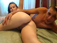 Ladies-Martin: Russian couple in front of webcam